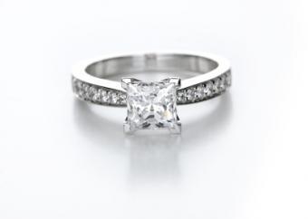 pave setting diamond ring