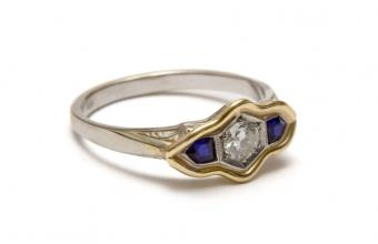 https://cf.ltkcdn.net/engagementrings/images/slide/150827-850x550r1-Two-tone-with-accents.jpg