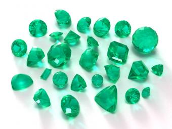 https://cf.ltkcdn.net/engagementrings/images/slide/163021-800x600-emerald.jpg