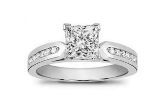 https://cf.ltkcdn.net/engagementrings/images/slide/163996-600x399-channesetsidestones.jpg
