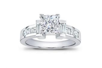 https://cf.ltkcdn.net/engagementrings/images/slide/163998-600x399-steppedsidestone.jpg