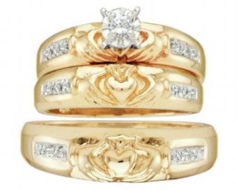https://cf.ltkcdn.net/engagementrings/images/slide/172647-500x400-three-ring-claddaugh.jpg