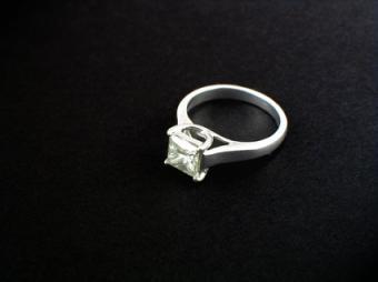 U-Shape Setting Diamond Ring