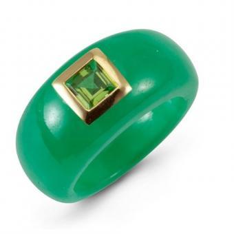 https://cf.ltkcdn.net/engagementrings/images/slide/187299-500x500-jade-and-peridot-ring.jpg