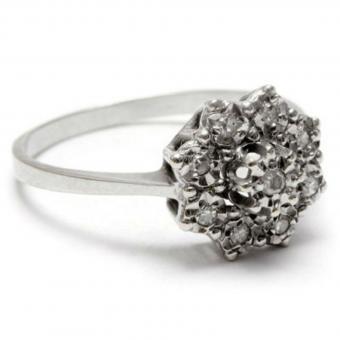 https://cf.ltkcdn.net/engagementrings/images/slide/204442-850x850-antique-ring.jpg