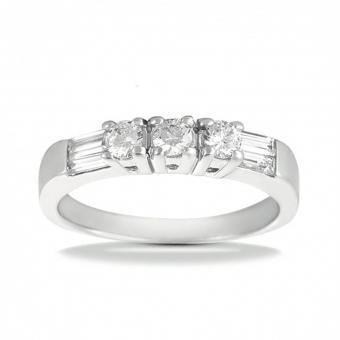 https://cf.ltkcdn.net/engagementrings/images/slide/204902-850x850-big-diamond-wedding-ring.jpg