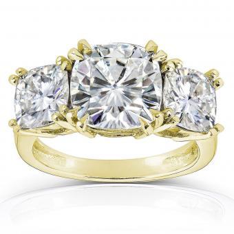 https://cf.ltkcdn.net/engagementrings/images/slide/205903-850x850-three-stone-cushion-cut-ring.jpg