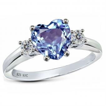 https://cf.ltkcdn.net/engagementrings/images/slide/206038-850x850-heart-diamond-ring.jpg