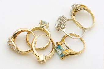 How Many Carats Should an Engagement Ring Be?