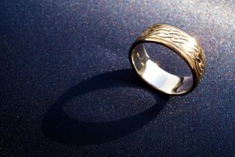 Wedding band ring with wave pattern