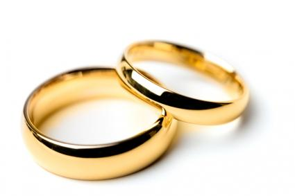classic his and hers wedding band pictures lovetoknow - Classic Wedding Rings