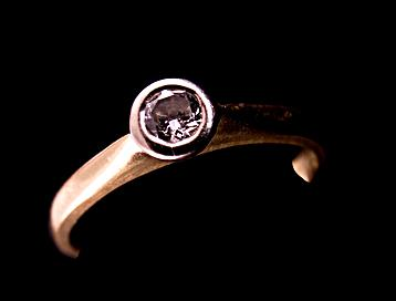 Bezel set engagement ring; © Ashley Whitworth | Dreamstime.com