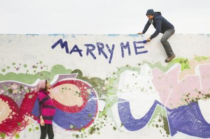 Man proposing to pregnant woman