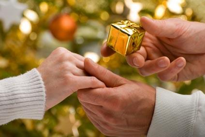 5 ways to propose at christmas lovetoknow