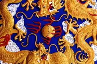 https://cf.ltkcdn.net/es-feng-shui/images/slide/255775-850x566-dragon-dorado-en-el-templo.jpg