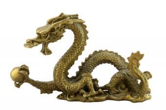 https://cf.ltkcdn.net/es-feng-shui/images/slide/255776-850x566-dragon-sosteniendo-una-perla.jpg