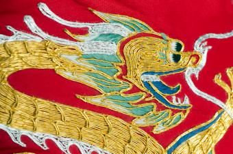 https://cf.ltkcdn.net/es-feng-shui/images/slide/255777-850x566-bordado-de-dragon-chino.jpg