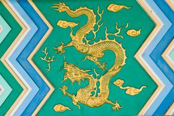 https://cf.ltkcdn.net/es-feng-shui/images/slide/255779-850x566-tapiz-de-oro-del-dragon-chino.jpg