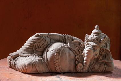 Pose reclinada ídolo de Ganesha del Señor