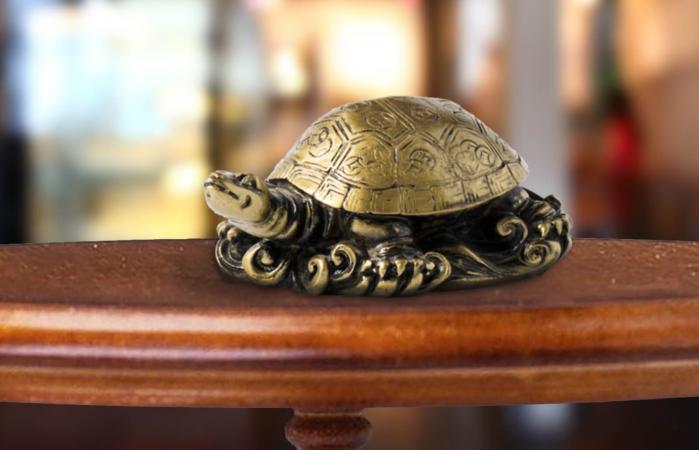 Estatua de tortuga de metal