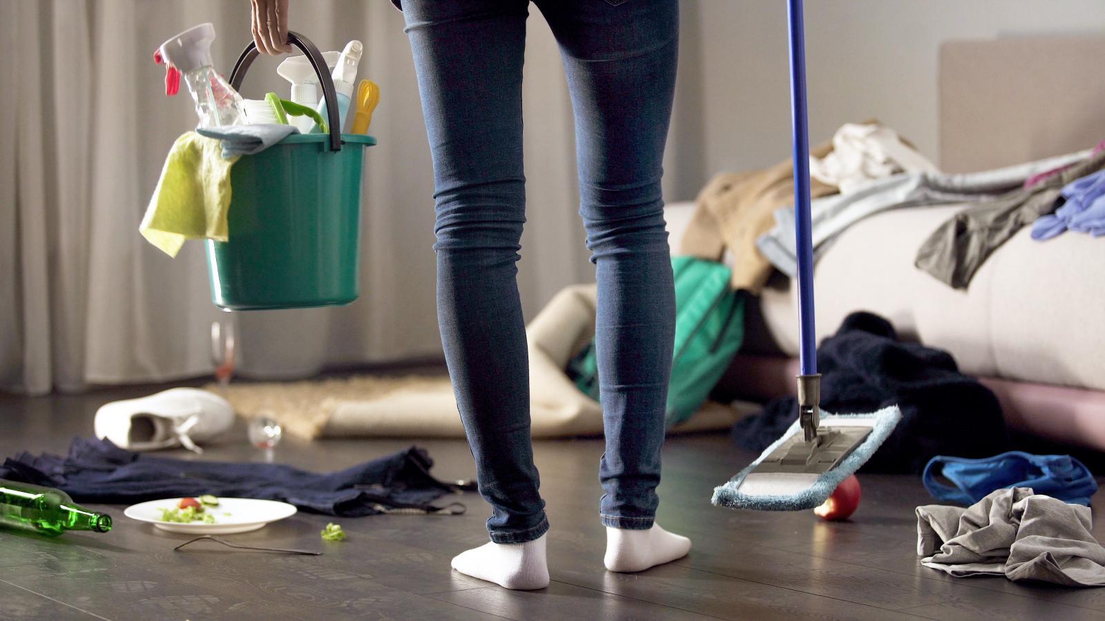 A punto de limpiar y ordenar la casa