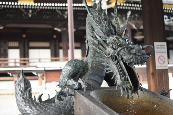 escultura de dragón japonés