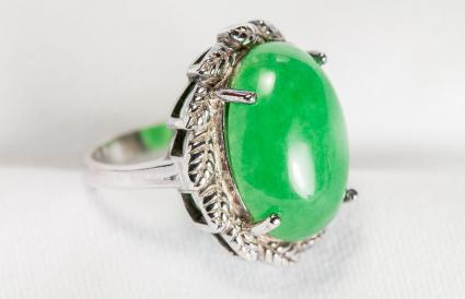 Anillo de plata antigua con piedra de jade