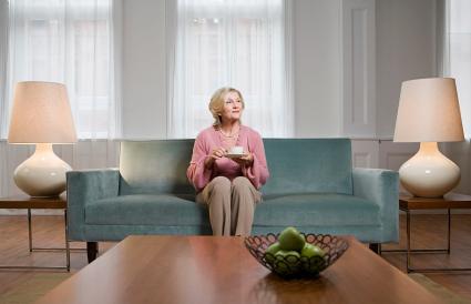 Mujer en la sala de estar