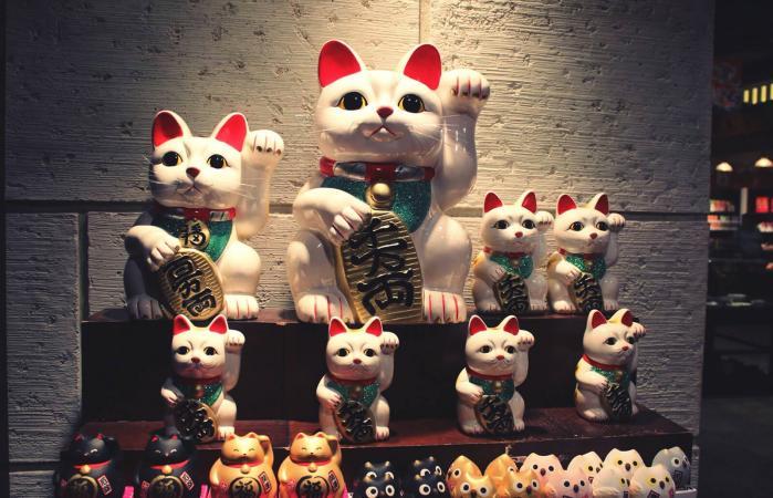 Estatuas de gatos afortunados