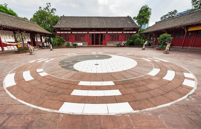 Símbolo Ying-Yang en un templo taoísta en China