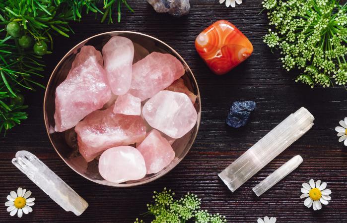 Cuarzo rosa, selenita y otros cristales