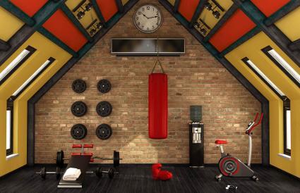 Acento rojo en la sala de ejercicios en casa
