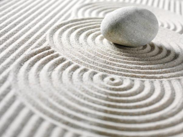 Guijarro Zen y Círculos en la arena