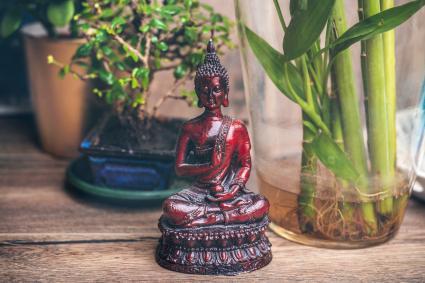 Zen Buddha y bambu de la suerte