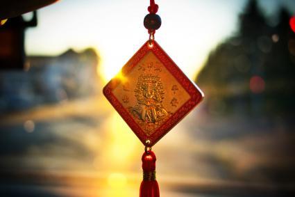 Amuleto chino en el coche
