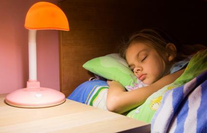 Lámpara de mesa para el dormitorio del niño