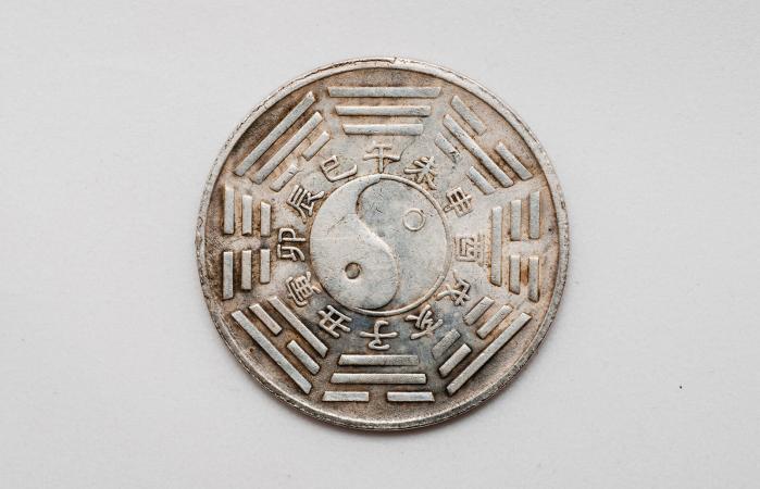 tai-chi y ba-gua sobre moneda