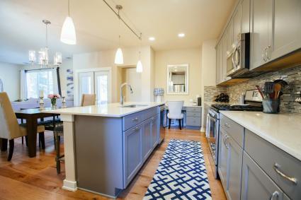 Cocina moderna con alfombra
