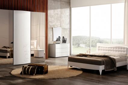 Habitación con alfombra redonda