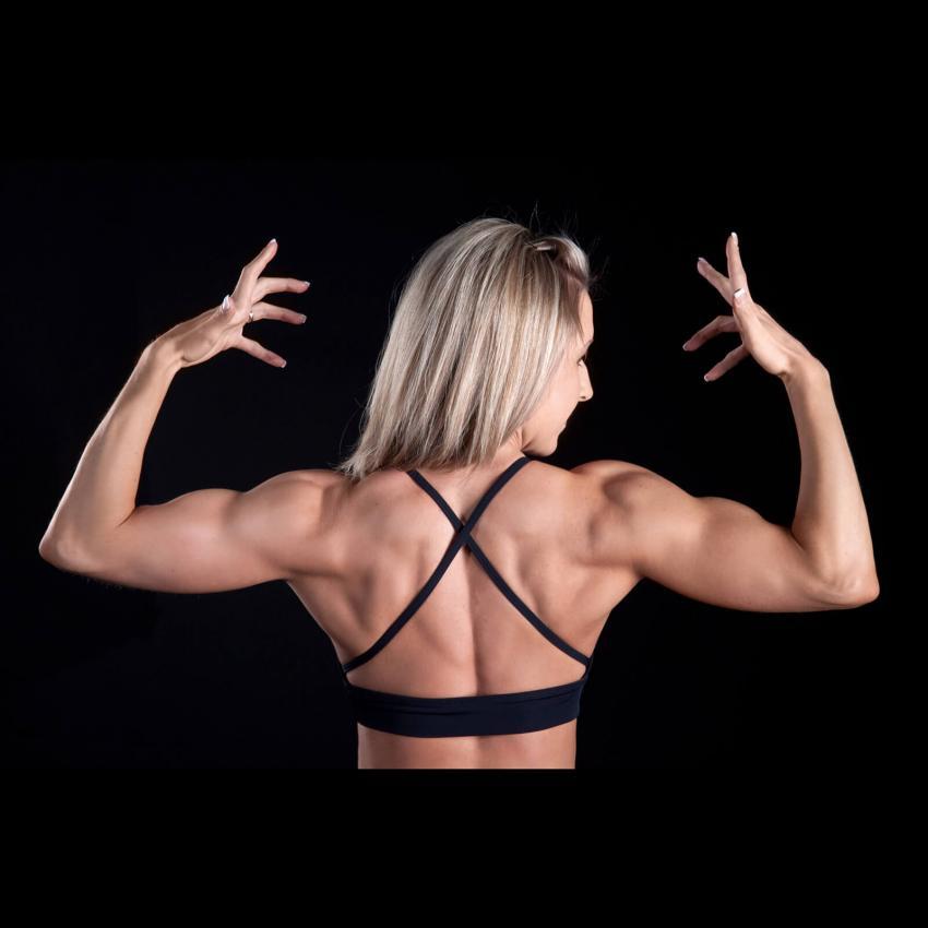 https://cf.ltkcdn.net/exercise/images/slide/246158-850x850-6-female-bicep-pictures.jpg