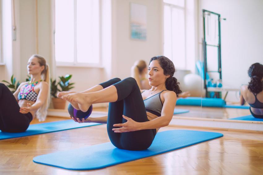https://cf.ltkcdn.net/exercise/images/slide/247274-850x567-women-in-pilates-class.jpg