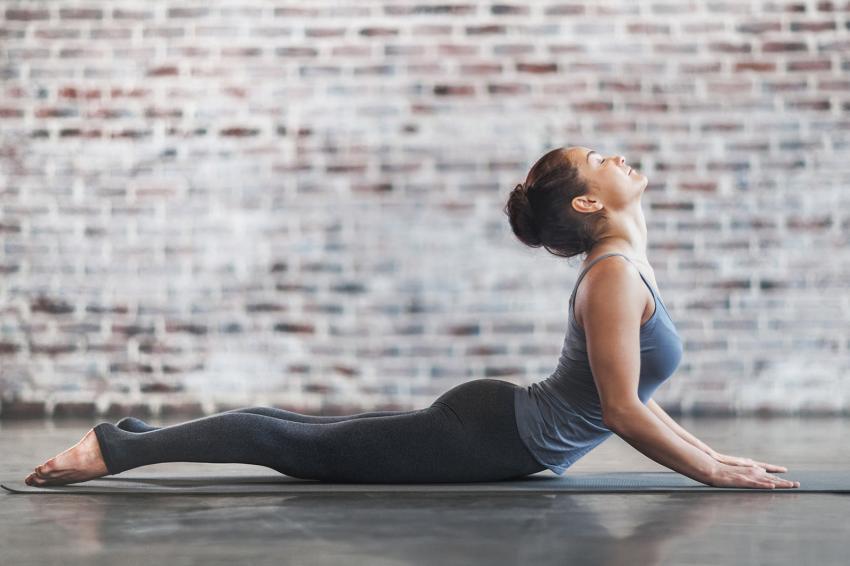 https://cf.ltkcdn.net/exercise/images/slide/247276-850x566-woman-stretching.jpg