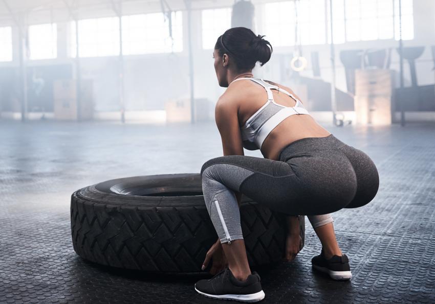 https://cf.ltkcdn.net/exercise/images/slide/251470-850x595-14_Woman_lift_tire.jpg