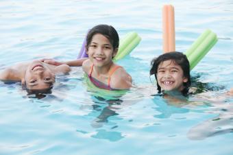 https://cf.ltkcdn.net/exercise/images/slide/124072-849x565-kids_in_pool.jpg