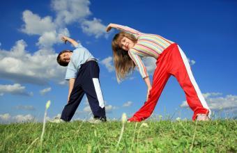 https://cf.ltkcdn.net/exercise/images/slide/124075-850x550-kids_stretching.jpg