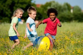 https://cf.ltkcdn.net/exercise/images/slide/124079-849x565-kids_ball.jpg