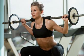 woman pressing weights