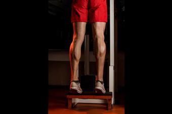 https://cf.ltkcdn.net/exercise/images/slide/186913-850x567-Machine-Calf-Raises.jpg