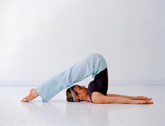 https://cf.ltkcdn.net/exercise/images/slide/199465-668x510-Woman-doing-yoga.jpg