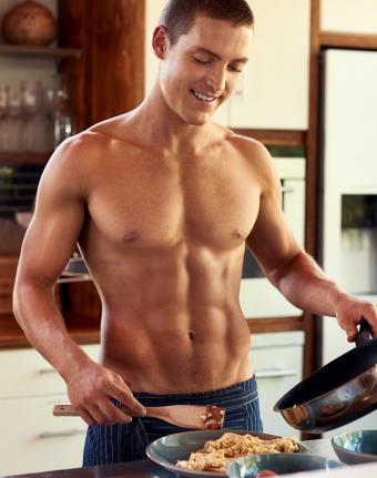 https://cf.ltkcdn.net/exercise/images/slide/246316-671x850-fit-man-in-kitchen.jpg